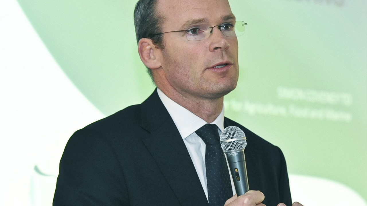 Coveney tells farmers to not fall for 'cheap promises'
