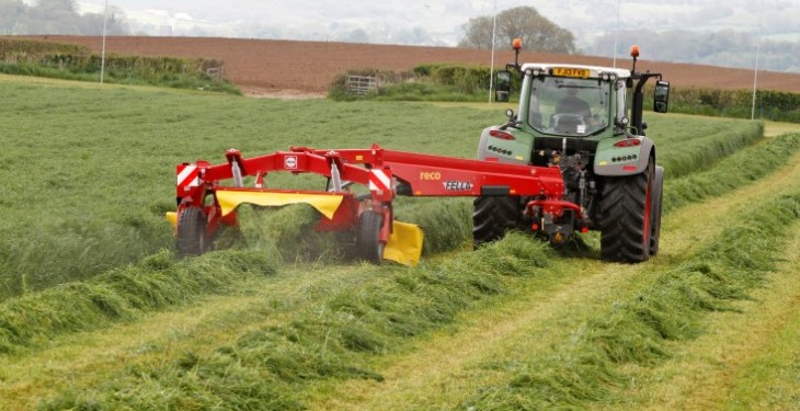 New Fella centre-drawbar mower works both sides