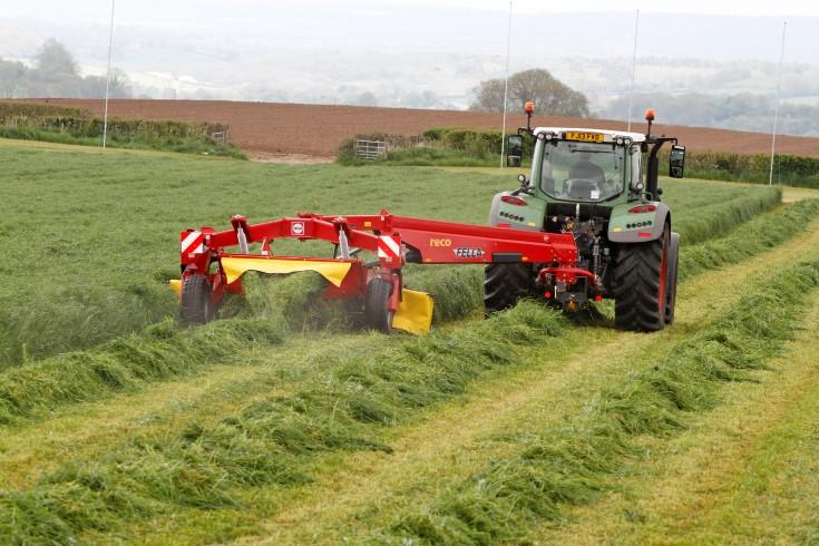 New Fella centre-drawbar mower works both sides