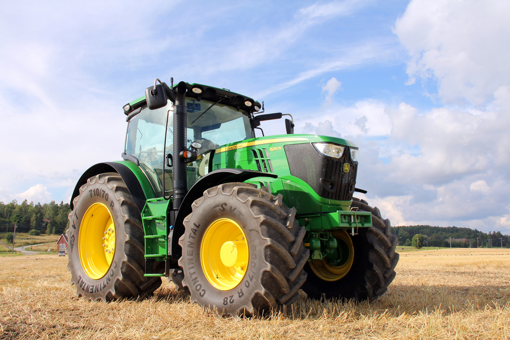 John Deere hit by falling sales and predicts a further 10% decline in 2016 sales