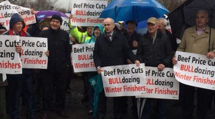 Farmer beef protest under way as meat industry body says it's 'ill-advised and misguided'