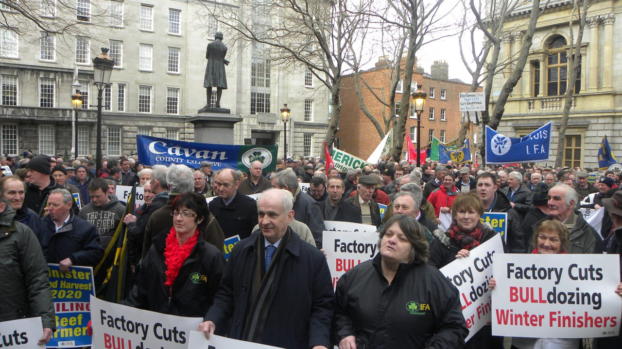Farmers protest over beef prices as MII stance remains firm