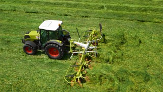 New mowers and tedders at Grassland
