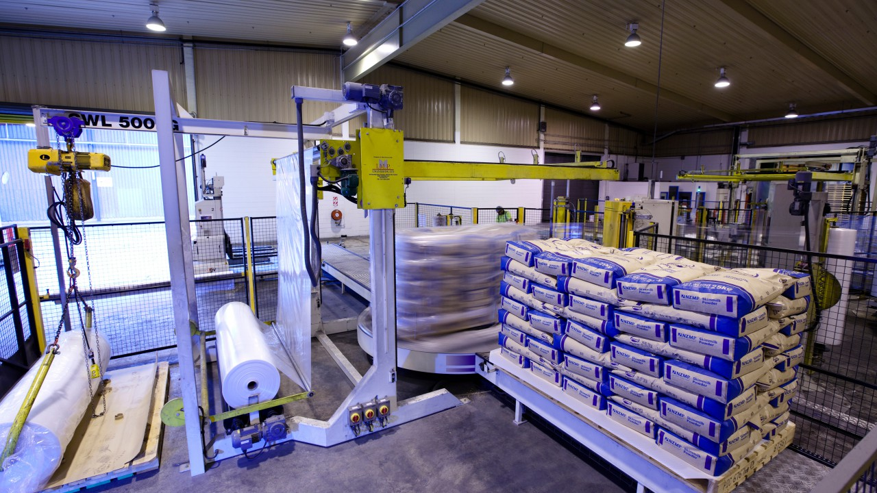 EU extends storage aid for dairy products as markets remain poor