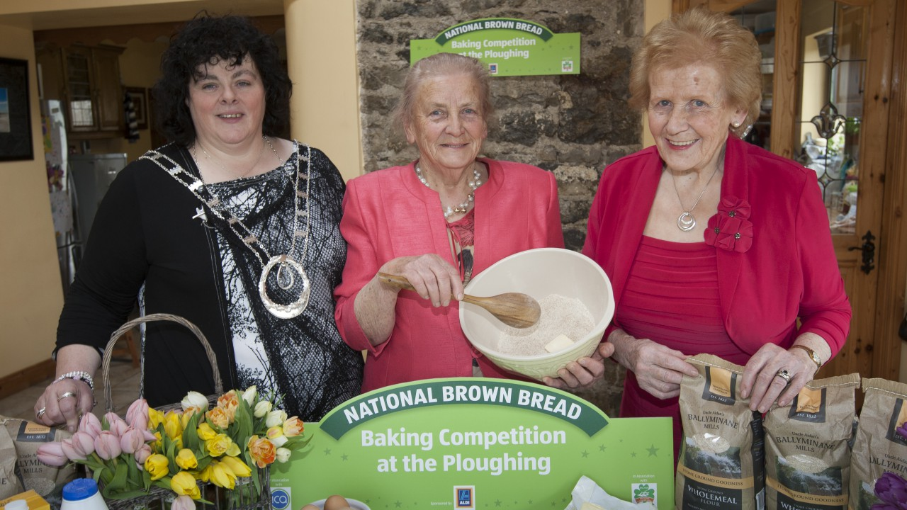 Wooden spoons at the ready – brown bread bake off!