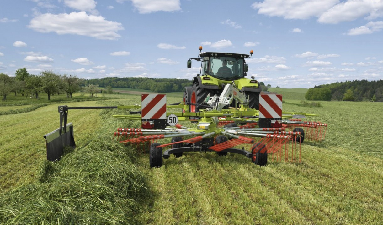 New Claas swather compact on the road and flexible in the field