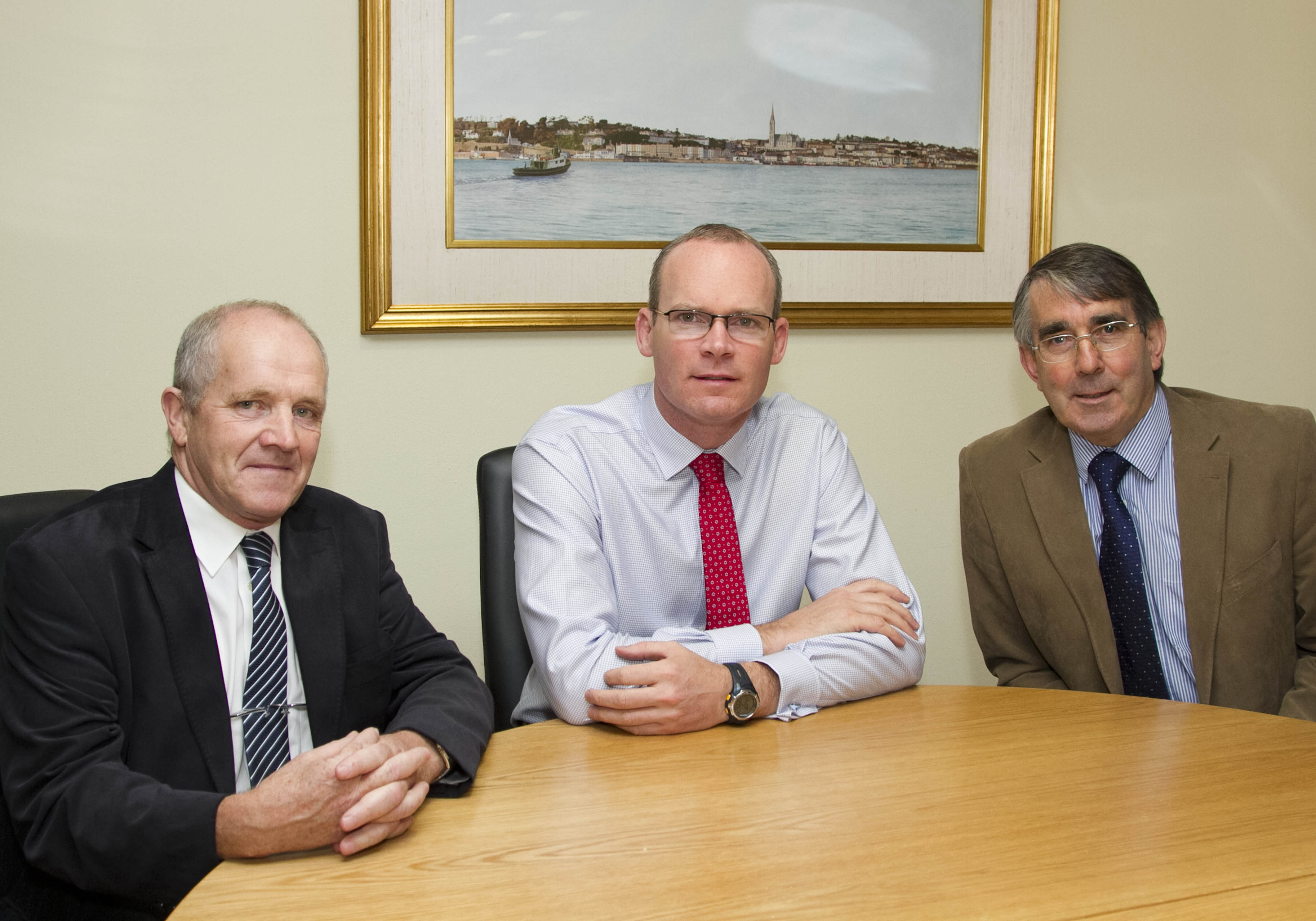 ICOS Meeting with Minister for Agriculture Simon Coveney T.D.  Pictured with Minister Simon Coveney (centre)  were left, Michael Spellman, Chairman ICOS Marts Committee and Seamus O' Donohue, Chief Executive ICOS.