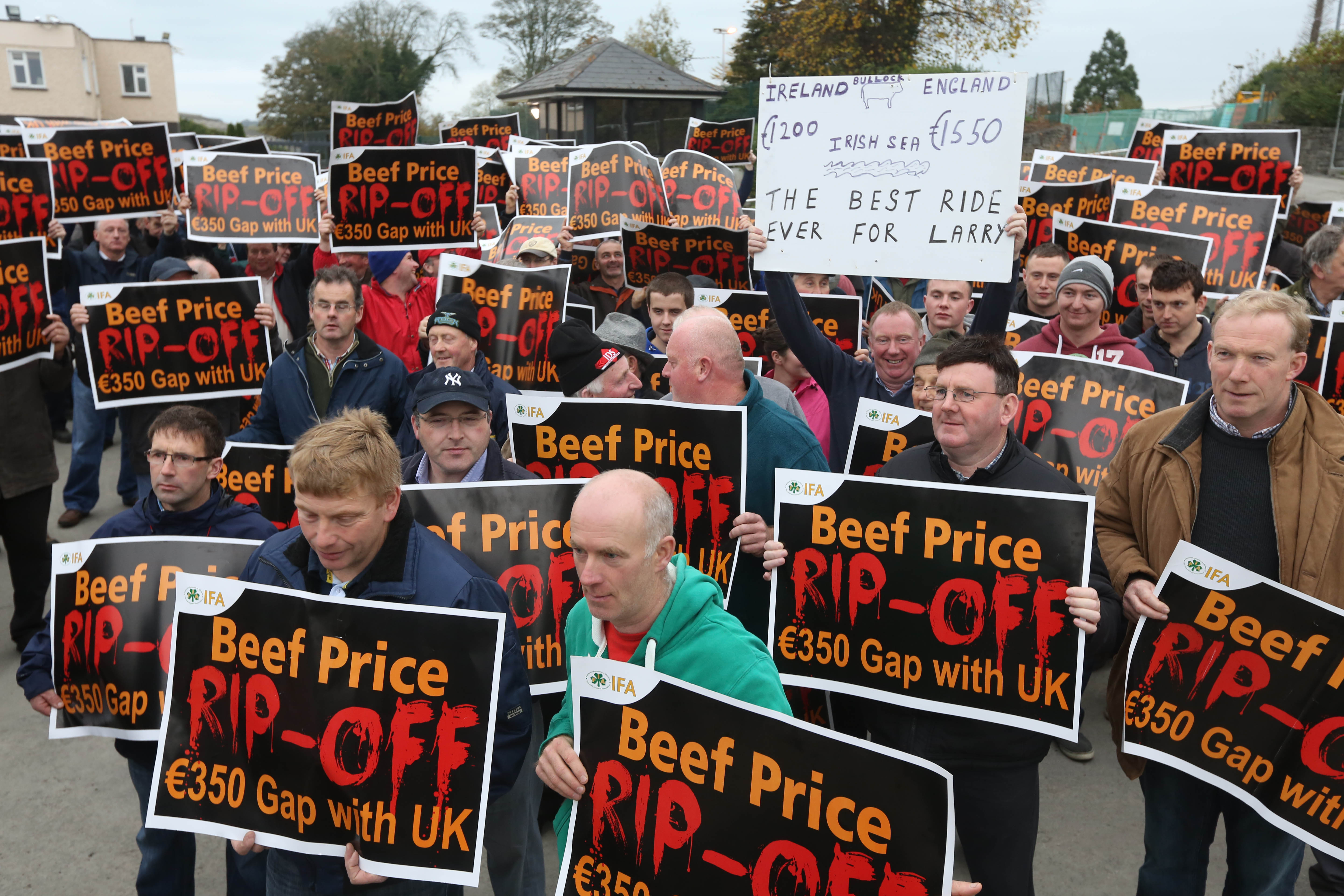 Farmers protest outside the Meadow Meats plant in Rathdowney Co Laois