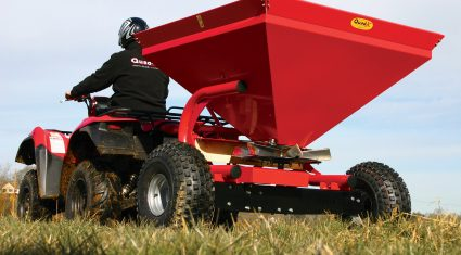 Quad-X spreader designed with wide axle to increase stability