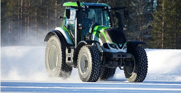 Video: Rally champion sets record for worlds fastest tractor