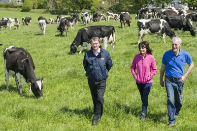 Ger Hennessy, Dairygold is pictured with Dan & Valerie Dennehy, Clonmoyle, Aghabullogue, Co Cork, winners of the Dairygold Milk Quality Awards.  Photo O'Gorman Photography.