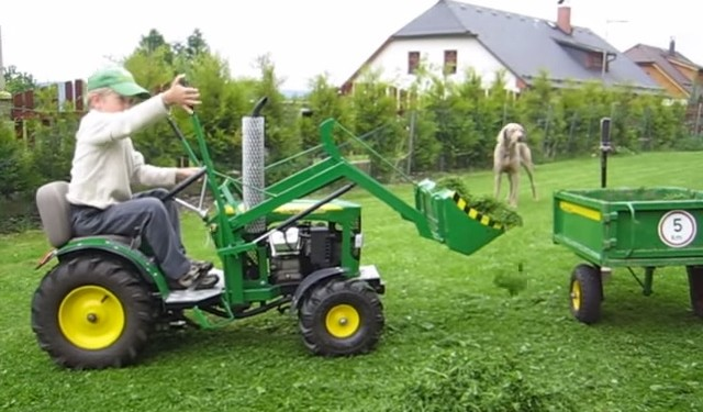 Video: The mini John Deere you wish you had as a child
