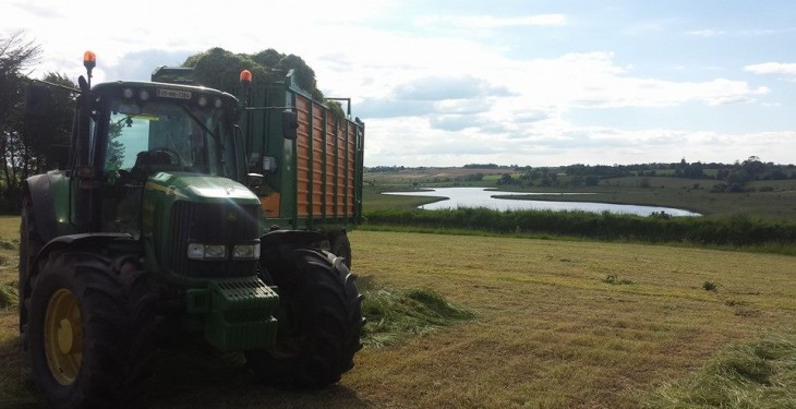 Silage contracting fees in the range €110 to €140 per acre