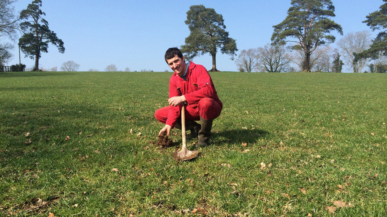 Dairy farmer takes early lead in 2015 Yara Grass Prix