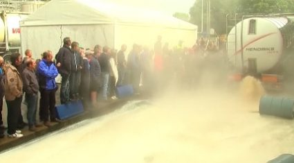 Video: Belgian farmers dump manure and milk in latest protest