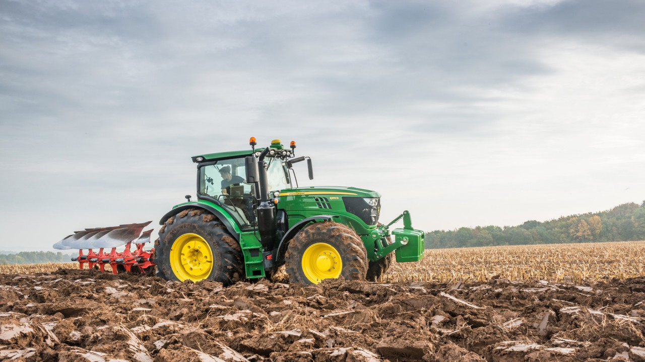 John Deere expands its product range with 14 new mid-range models