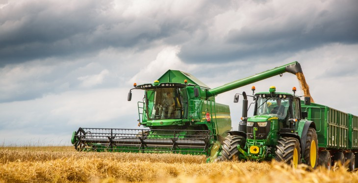 John Deere W and T Series redesigned for 2016 harvest