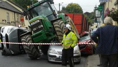 Tractor crash chaos in Tipperary, no one injured says Gardai