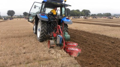 Video: Irish rugby star puts Ryan Tubridy to shame in ploughing contest