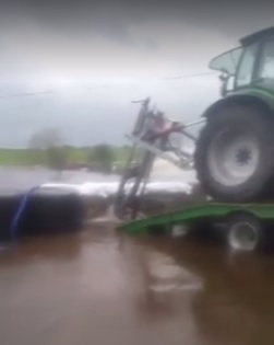 Video: Watch a Galway farmer use bales and a slurry agitator to keep flood water at bay