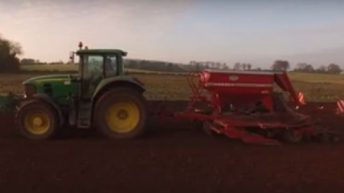 Video: Harvesting maize to sowing winter corn in a matter of minutes