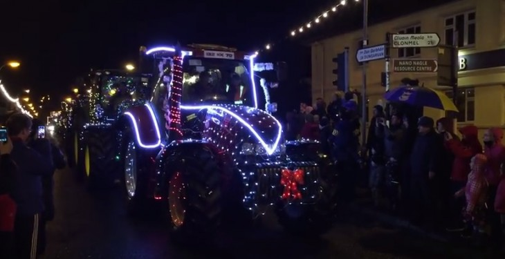 Video: 21 tractors with 39,000 lights drive through a town