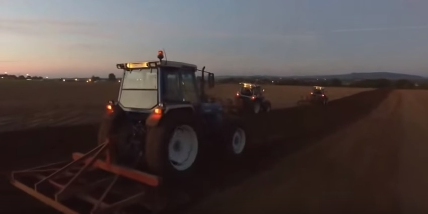 Video: Sowing corn with four restored Ford tractors