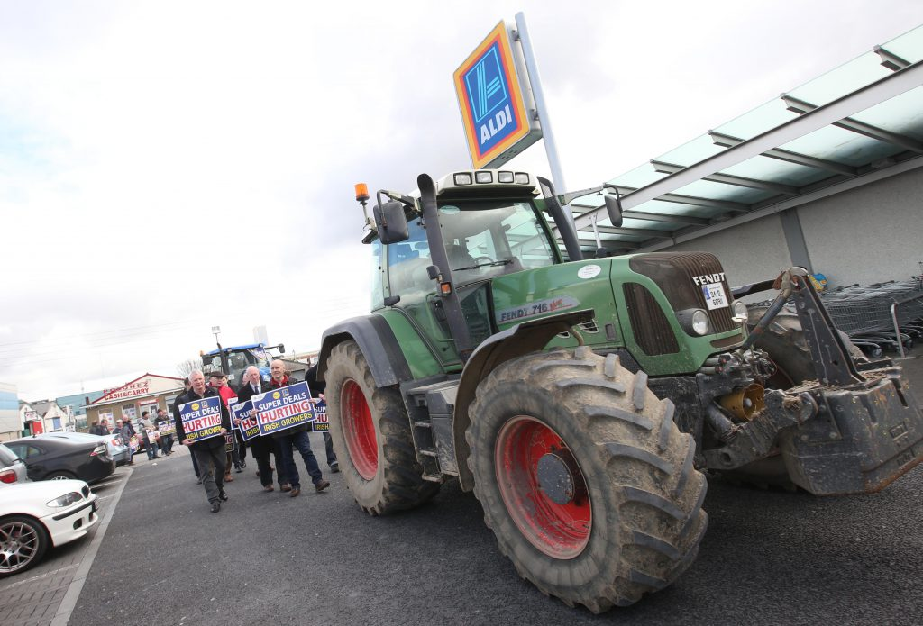 7/3/16  The IFA protest outside Aldi and Lidl in Finglas, as they accused the retailers of gross hypocrisy by slashing the price of fresh produce below the cost of production, while claiming to consumers to support Irish growers.    Picture:  Finbarr O'Rourke NO FEE