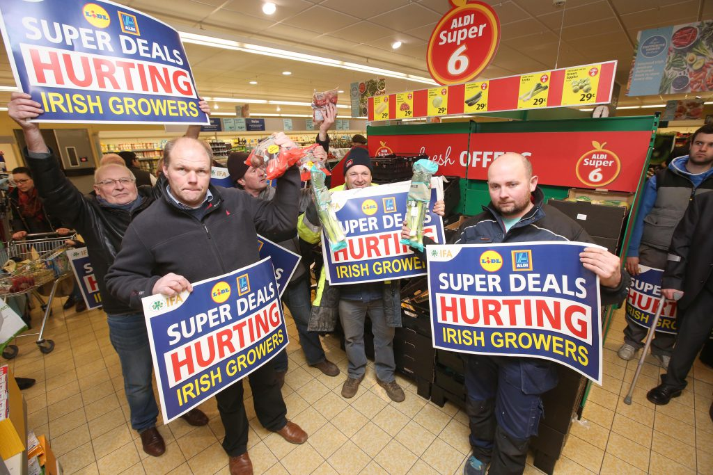 7/3/16  The IFA protest at Aldi and Lidl in Finglas, as they accused the retailers of gross hypocrisy by slashing the price of fresh produce below the cost of production, while claiming to consumers to support Irish growers.    Picture:  Finbarr O'Rourke NO FEE