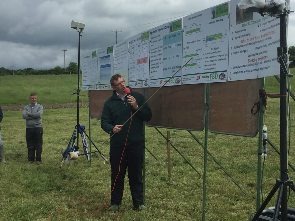 Mervyn Parr speaking at the farm walk
