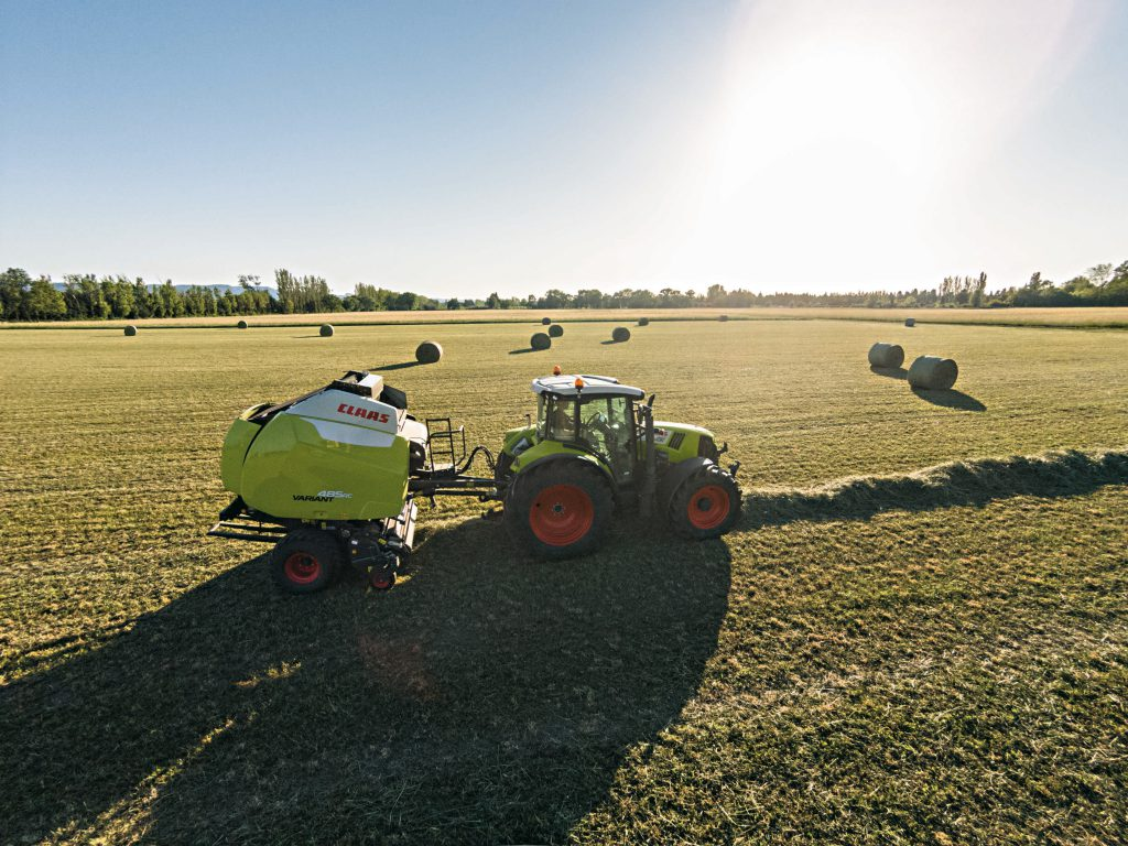 Claas Variant variable chamber baler at work