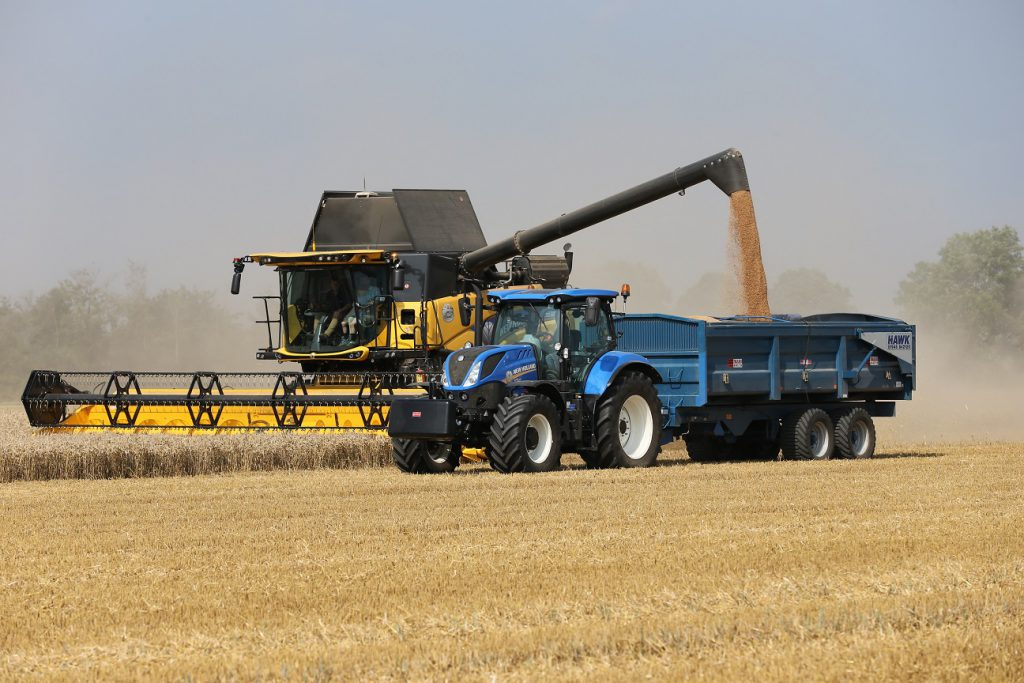 New Holland CR8.80 in operation