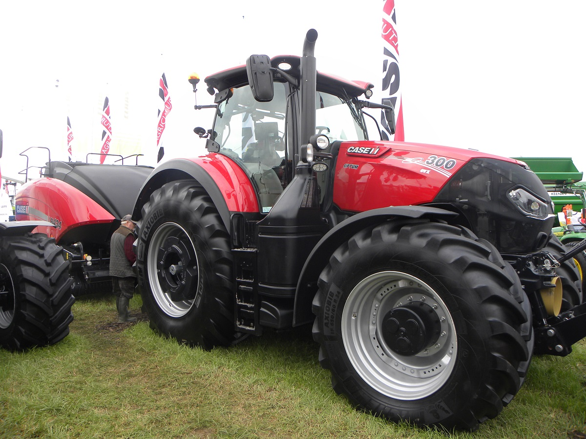 Case Tractors 300 Series : Of the most expensive machines on show at ploughing