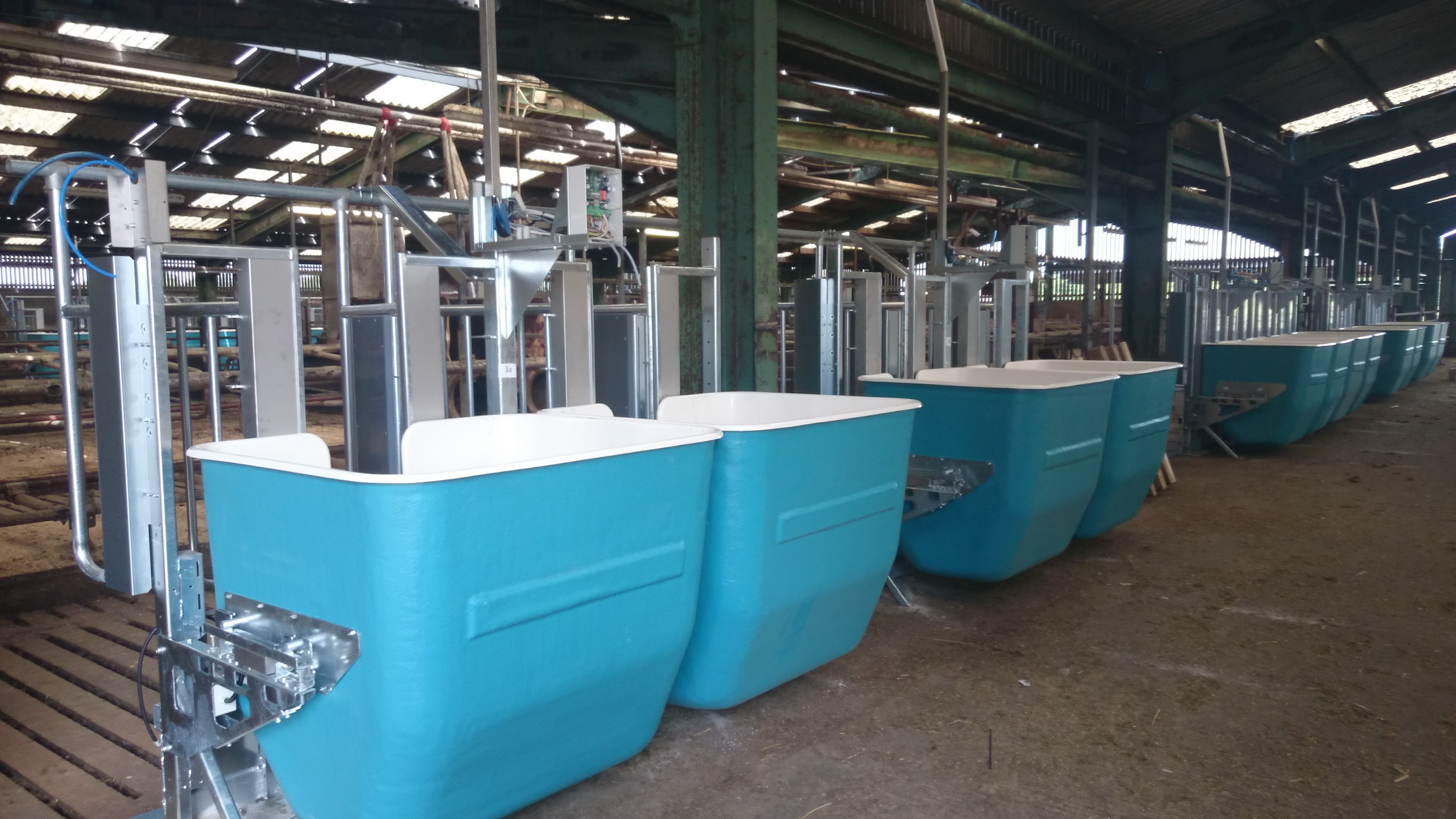 Equipment to monitor individual feed intake of dairy youngstock.