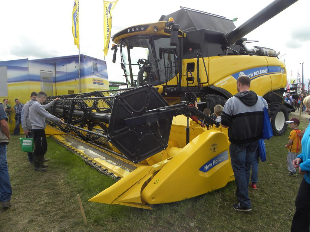 New Holland, Combine, Ploughing