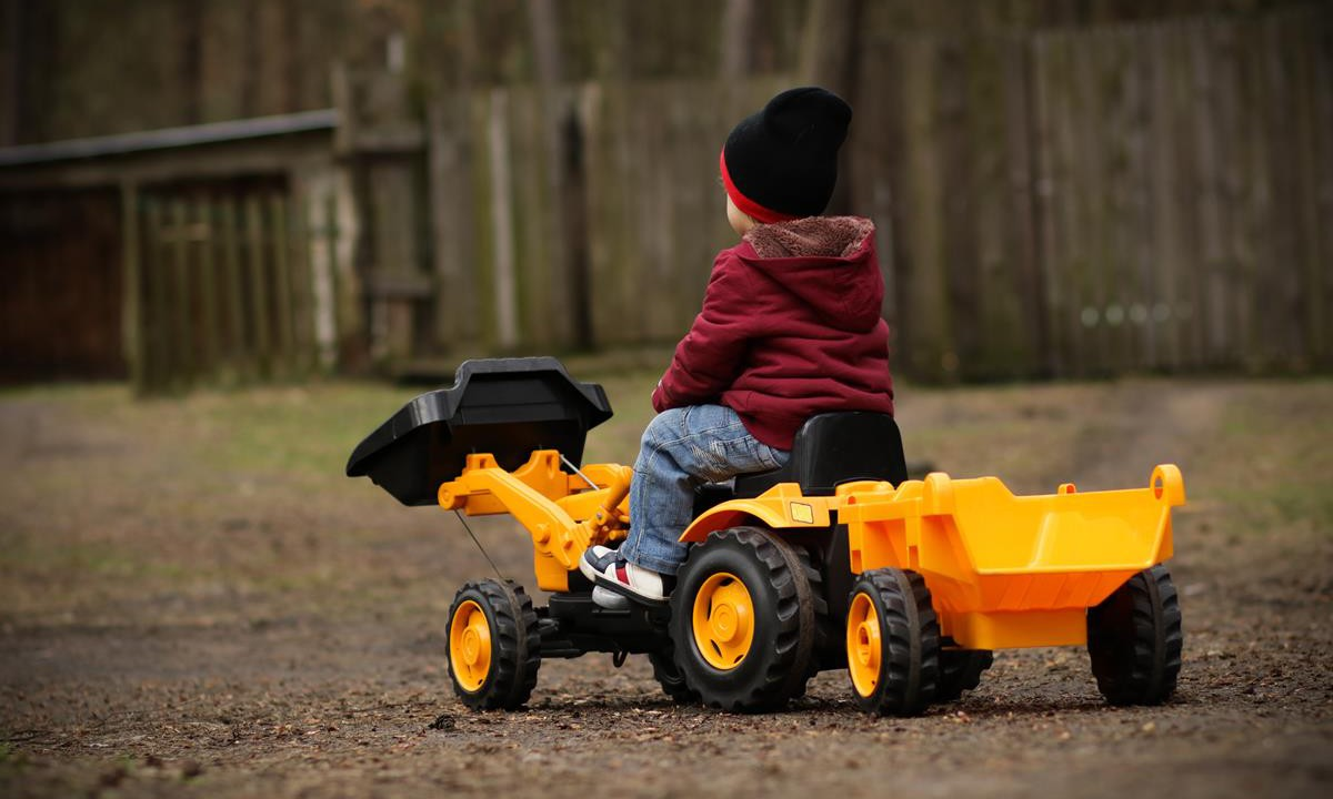 'Missing' toddler drives to fair on toy tractor