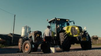 Video: Who wins the race between a new Claas tractor vs a 1960s Fordson Dexta?
