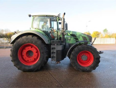 A Fendt 828 sold for
