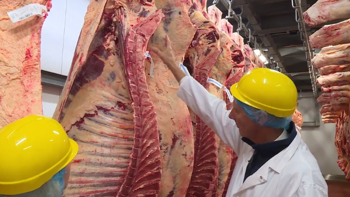 Call for NI farmers to 'stand firm' against abattoirs on beef prices