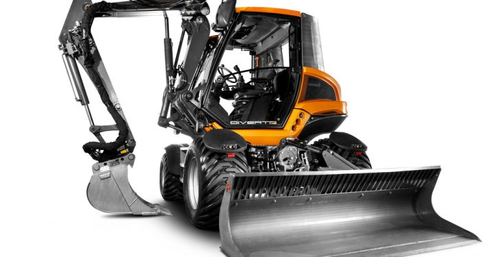 Video: A machine that can act as a tractor, digger and loading shovel