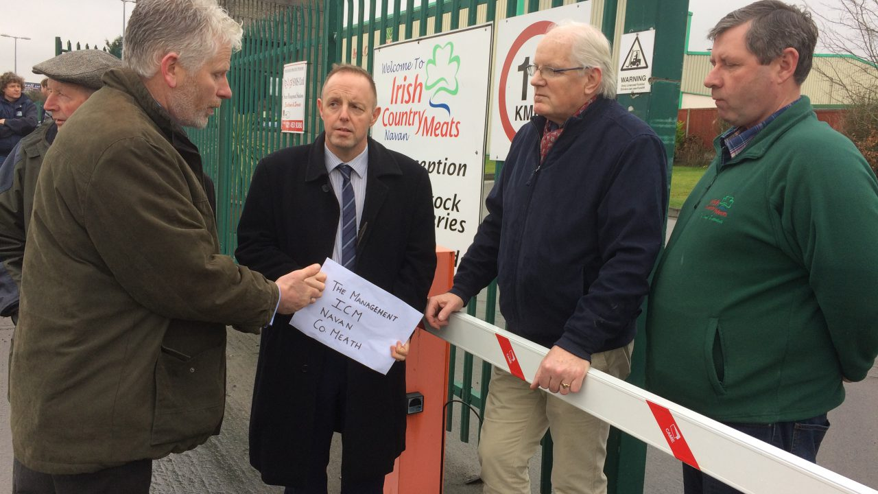 Pics: ICSA holds sheep price protest outside Irish Country Meats