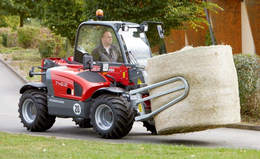 Weidemann T4512 telehandler (moving bale)