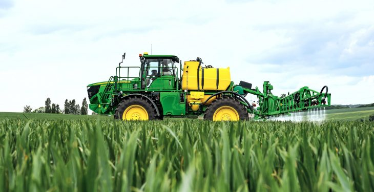 1,000 self-propelled and 10,000 trailed sprayers from Deere's Dutch factory
