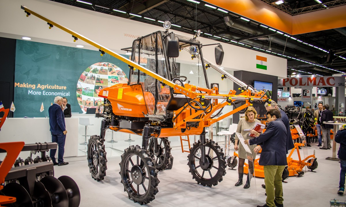 SIMA 2017: This miniature, self-propelled sprayer weighs less than 1t