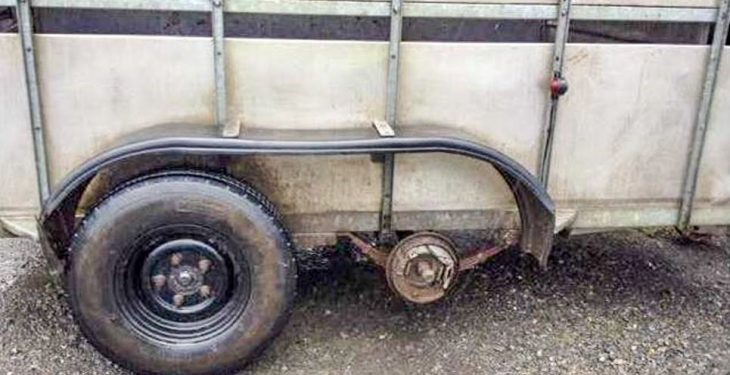 Pic: 'Two tyred' this morning? Gardai stop a trailer missing two wheels