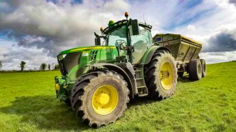 Video: A high-spec Deere 'talks' to a spreader…to boost accuracy