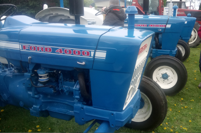 Tractor runs set to roll, including a special women's event