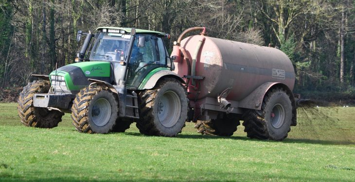 'Grants for low-emission slurry machinery must include contractors'