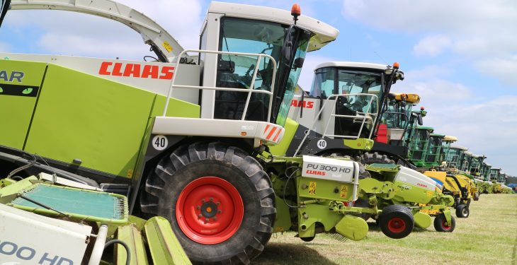 Video: Watch 104 silage harvesters in action – in one field