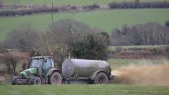 Agri contractors group backs proposed splash-plate ban